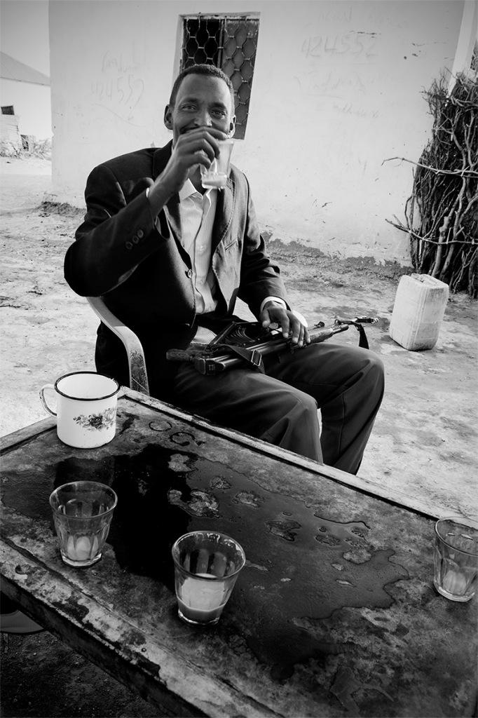 Hashi, durante la colazione con the bianco nel campo di Halabooqad